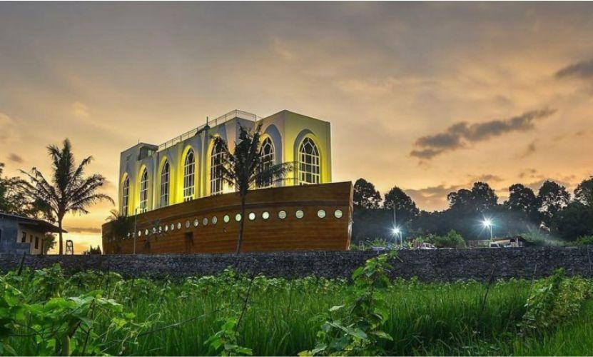 Masjid Kapal Semarang - Foto: Java Travel