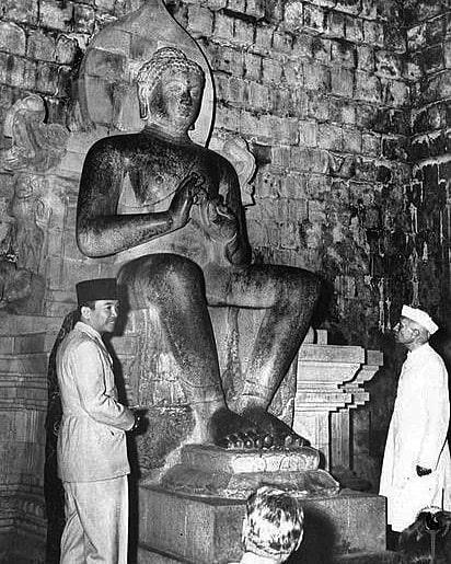 Soekarno dan Nehru di Tengah Sengitnya 10 November Surau